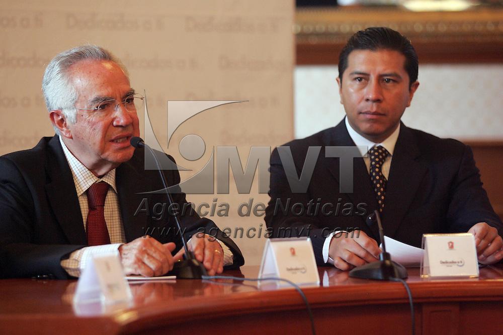 Toluca, Mex.- Jaime Almazan Delgado (izq), Comisionado de los Derechos Humanos del Estado de Mexico (CDHEM) y Juan Rodolfo Sanchez Gomez (der), Presidente Municipal de Toluca, durante la firma de convenio de la Comision de Derechos Humanos y el Ayuntamiento de Toluca, en Palacio Municipal . Agencia MVT / Javier Rodriguez. (DIGITAL)<br /> <br /> <br /> <br /> <br /> <br /> <br /> <br /> <br /> <br /> <br /> <br /> <br /> <br /> <br /> <br /> <br /> <br /> <br /> <br /> <br /> <br /> <br /> <br /> <br /> <br /> <br /> <br /> <br /> <br /> <br /> <br /> NO ARCHIVAR - NO ARCHIVE