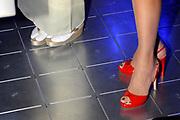 De Japanse prins Akishino en prinses Kiko openen samen met  Prins Constantijn en Prinses Laurentien de tentoonstelling Van hier tot Tokio in de Koninklijke Bibliotheek in den Haag. /// The Japanese Princess Kiko and Prince Akishino open with Prince Constantijn and Princess Laurentien the exhibition From Here to Tokyo in the Royal Library in The Hague.<br /> <br /> Op de foto//On the Photo: Shoenen van Prinses Laurentien en Princes Kiko