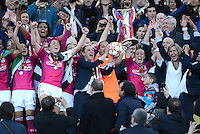 FRAUEN  FUSSBALL   CHAMPIONS LEAGUE  FINALE   2011/2012      Olympique Lyon - 1. FFC Frankfurt          17.05.2012 Olympique Lyon feiert den Sieg mit Sonia Bompastor (Olympique Lyon)
