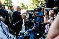 29 AUG 2005, BERLIN/GERMANY:<br /> Joschka Fischer, B90/Gruene, Bundesaussenminister, gibt wartenden Journalisten ein Statement, vor Beginn einer gemeinsamen Sitzung von Bundesvorstand und Parteirat von Buendnis 90 / Die Gruenen, Bundesgeschaeftsstelle<br /> IMAGE: 20050829-01-004<br /> KEYWORDS: Bündnis 90 / Die Grünen, Kamera, Camera, Mikrofon, microphone, Journalist