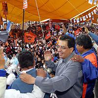 Santiago Tianguistenco, Mex.- Ruben Mendoza Ayala, candidato del PAN a la gubernatura del estado de Mexico durante el segundo cierre regional de su campana en el municipio de Tianguistenco ante al menos 8 mil simpatizantes. Agencia MVT / Mario Vazquez de la Torre. (DIGITAL)<br /> <br /> NO ARCHIVAR - NO ARCHIVE