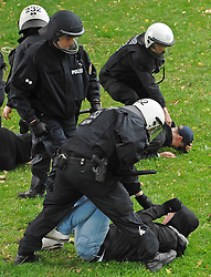 07.09.2010, Weserstadion, Bremen, GER, Polizeiübung / Polizeiuebung, im Bild Polizisten mit einem Hooligan   EXPA Pictures © 2010, PhotoCredit: EXPA/ nph/  Frisch+++++ ATTENTION - OUT OF GER +++++