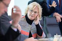 09 OCT 2019, BERLIN/GERMANY:<br /> Christine Lambrecht, SPD, Bundesjustizministerin, vor Beginn der Kabinettsitzung, Bundeskanzöeramt<br /> IMAGE: 20191009-01-019<br /> KEYWORDS: Sitzung, Kabinett