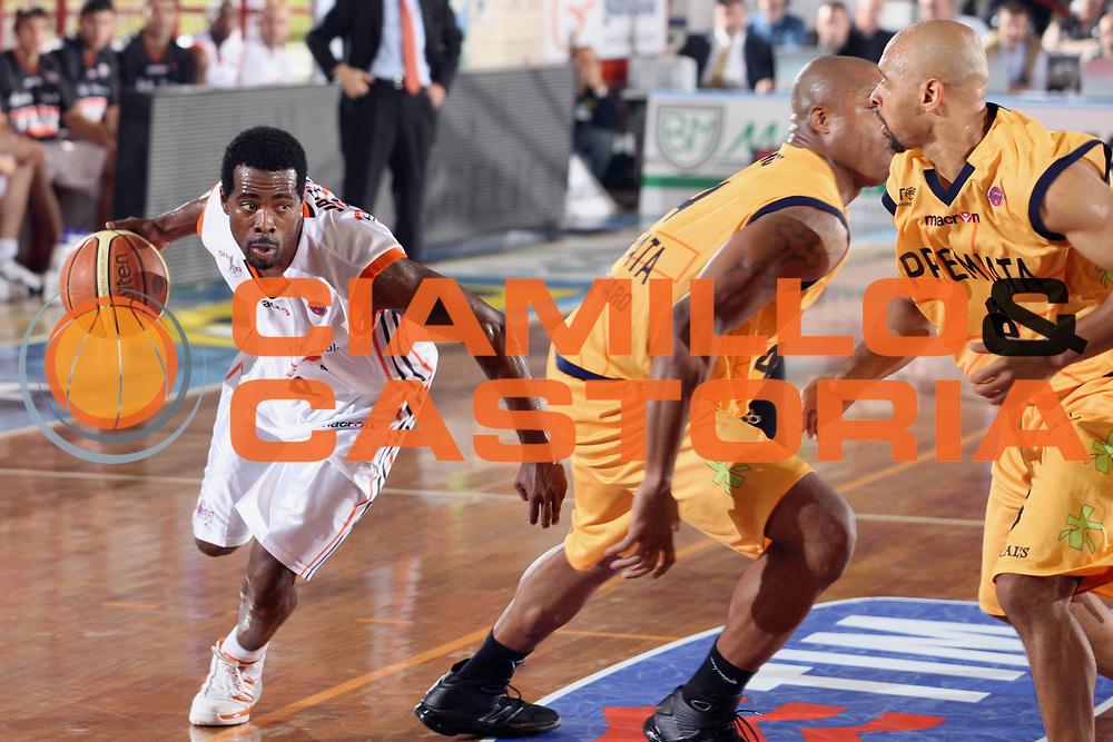 DESCRIZIONE : Porto San Giorgio Lega A1 2008-09 Premiata Montegranaro Snaidero Udine <br /> GIOCATORE : Jermaine Jackson<br /> SQUADRA : Snaidero Udine <br /> EVENTO : Campionato Lega A1 2008-2009 <br /> GARA : Premiata Montegranaro Snaidero Udine <br /> DATA : 19/10/2008<br /> CATEGORIA : Palleggio<br /> SPORT : Pallacanestro <br /> AUTORE : Agenzia Ciamillo-Castoria/F. Zeppilli
