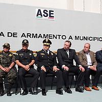 Toluca, Mex.- La Agencia de Seguridad Estatal (ASE) encabezada por el comisionado Germán Garcíamoreno Ávila hizo entrega de 119 armas a  5 municipios de la entidad como Metepec, Villa de Allende, Texcaltitlán, Santiago Tianguistenco y el Oro,   para combatir la delincuencia en el Estado. Agencia MVT / Crisanta Espinosa. (DIGITAL)<br /> <br /> NO ARCHIVAR - NO ARCHIVE