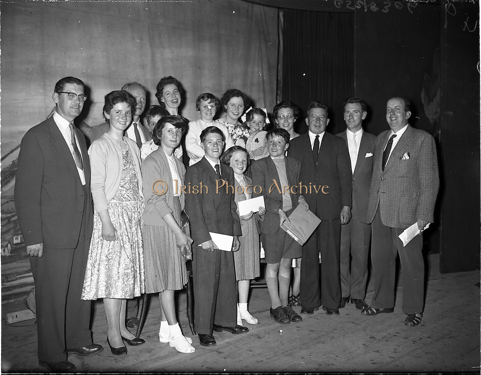27/05/1959<br /> 05/27/1959<br /> 27 May 1959<br /> Gael-Linn Concert and Singing Competition in the Town Hall, Nenagh, Co. Tipperary, in which R.E. singers and harpists took part. Image shows the winners and officials after the concert.