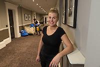 Sandra Kudzeviciene (33) is lithuanian and works in a hotel. /  Sandra Kudzeviciene, lithuanienne de 33 ans travaille comme femme de chambre dans l'hötellerie à Bradford.