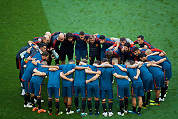 MOSCOW, RUSSIA - Sunday, July 1, 2018: Spain players in a pre-match huddle give a last team-talk before the FIFA World Cup Russia 2018 Round of 16 match between Spain and Russia at the Luzhniki Stadium. (Pic by David Rawcliffe/Propaganda)