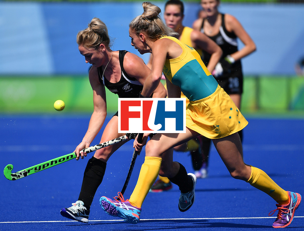 New Zealand's Anita McLaren (L) vies with Australia's Jodie Kenny during the the women's quarterfinal field hockey New Zealand vs Australia match of the Rio 2016 Olympics Games at the Olympic Hockey Centre in Rio de Janeiro on August 15, 2016. / AFP / Pascal GUYOT        (Photo credit should read PASCAL GUYOT/AFP/Getty Images)
