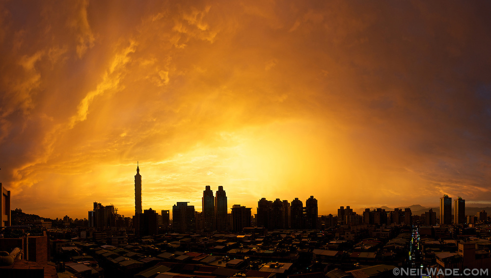 A beautiful sunset over the Taipei, Taiwan skyline.