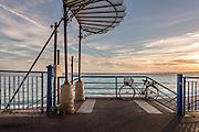 Vélo stationné le long de la promenade des Anglais  // Bicycle on the promenade des Anglais