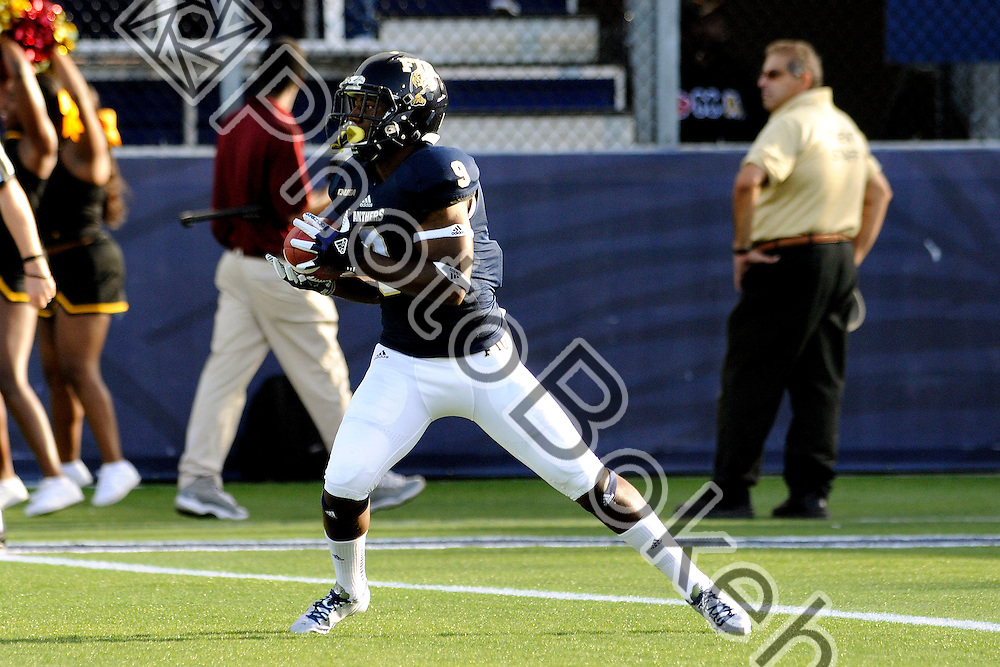 2013 September 14 - FIU's De'Andre Jasper (9). <br /> Florida International University fell to Bethune-Cookman, 34-13, at Alfonso Field, Miami, Florida. (Photo by: www.photobokeh.com / Alex J. Hernandez) This image is copyright PhotoBokeh.com and may not be reproduced or retransmitted without express written consent of PhotoBokeh.com. &copy;2013 PhotoBokeh.com - All Rights Reserved