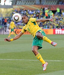 Siphiwe Tshabalala of South Africa shoots on goal, France v South Africa, FIFA World Cup 2010 Group A, Free State Stadium, Bloemfontein, South Africa, Date 22062010 Picture by Marc Atkins Mobile +27 8200 97621 (IPS PHOTO AGENCY) - 21 Delisle road - London SE28 0JD- tel: 020 88 55 1 008 - fax: 020 88 55 1037 - ISDN: 020 88 55 1039. / SPORTIDA PHOTO AGENCY
