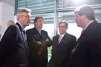 02 MAY 2002, BERLIN/GERMANY:<br /> Dr. Urs Rohner, Vorstandsvorsitzender PRO 7 SAT.1 Media AG, Gerhard Zeiler, Geschaeftsfuehrer RTL Television GmbH, Juergen Doetz, Praesident Verband Privater Rundfunk- und Telekommunikation e.V., und Karl-Ulrich Kuhlo, Aufsichtsratsvorsitzender n-tv Nachrichtenfernsehen GmbH & Co. KG, (v.L.n.R.), im Gespraech, vor dem Gespraech des Bundeskanzlers mit den Intendanten der Fernsehsender ueber die Frage der Wirkung von Gewaltdarstellung im Fernsehen, Kabinettsaal, Bundeskanzleramt <br /> IMAGE: 20020502-03-015<br /> KEYWORDS: Gewalt, Fernsehen, TV, Geschäftsführer, Gespräch, PRO SIEBEN, Jürgen Doetz, Präsident