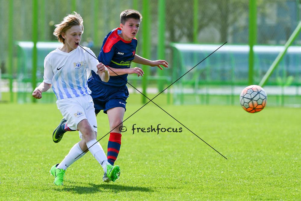 01.04.2017; Zuerich; <br /> Fussball FC Zuerich - FE15 Oberland - Red Star;<br /> Finn Knecht (Zuerich) Dino Radic (Red Star) <br /> (Andy Mueller/freshfocus)