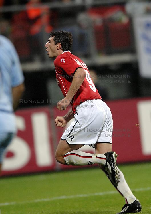 19-10-2006 VOETBAL: UEFA CUP: AZ - SPORTING BRAGA: ALKMAAR<br /> AZ versloeg de Portugese topclub Sporting Braga in de groepsfase van de UEFA-beker overtuigend met 3-0 / Shota Arveladze scoort de 1-0<br /> &copy;2006-WWW.FOTOHOOGENDOORN.NL