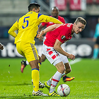 ALKMAAR - 20-10-2016, AZ - Maccabi Tel Aviv, AFAS Stadion, Maccabi Tel Aviv speler Ezequiel Scarione, AZ speler Ben Rienstra