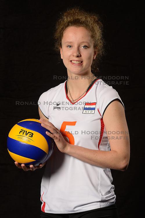 28-06-2013 VOLLEYBAL: NEDERLANDS MEISJES VOLLEYBALTEAM: ARNHEM <br /> Selectie Jeugd Oranje meisjes seizoen 2013-2014 / Lynn Braakhuis<br /> &copy;2013-FotoHoogendoorn.nl