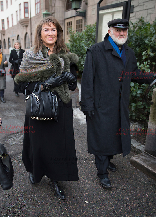 OSLO,  20140210:  Lars Andreas Larsen begravelse fra Frogner Kirke. Karl Erik Harr og kona.  FOTO: TOM HANSEN