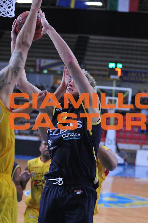 DESCRIZIONE : Verona Lega Basket A2 2011-12 Coppa Italia Tezenis Verona Prima Veroli<br /> GIOCATORE : andrea renzi<br /> CATEGORIA : tiro<br /> SQUADRA : Tezenis Verona Prima Veroli<br /> EVENTO : Campionato Lega A2 2011-2012<br /> GARA : Tezenis Verona Prima Veroli<br /> DATA : 31/10/2011<br /> SPORT : Pallacanestro <br /> AUTORE : Agenzia Ciamillo-Castoria/M.Gregolin<br /> Galleria : Lega Basket A2 2011-2012 <br /> Fotonotizia : Verona Lega Basket A2 2011-12 Coppa Italia Tezenis Verona Prima Veroli<br /> Predefinita :