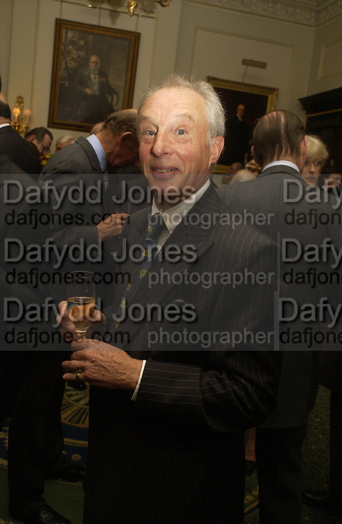 Robin Hunter-Coddington. Barbershop: Truefitt & Hill  200th anniversary Bollinger champagne breakfast. Carlton Club, 69 St James's Street, London, SW1, 27 October 2005. October 2005. ONE TIME USE ONLY - DO NOT ARCHIVE © Copyright Photograph by Dafydd Jones 66 Stockwell Park Rd. London SW9 0DA Tel 020 7733 0108 www.dafjones.com