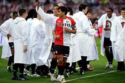 27-04-2008 VOETBAL: KNVB BEKERFINALE FEYENOORD - RODA JC: ROTTERDAM <br /> Feyenoord wint de KNVB beker - Denny Landzaat en Giovanni van Bronckhorst<br /> ©2008-WWW.FOTOHOOGENDOORN.NL
