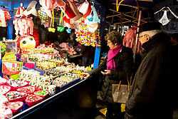31.12.2017, Innenstadt, Wien, AUT, Wiener Silvesterpfad 2017, im Bild ein Silvesterstand am Graben // during the 2017 Vienna Sylvester Path at the downtown area of Vienna, Austria on 2017/12/31. EXPA Pictures © 2017, PhotoCredit: EXPA/ Sebastian Pucher