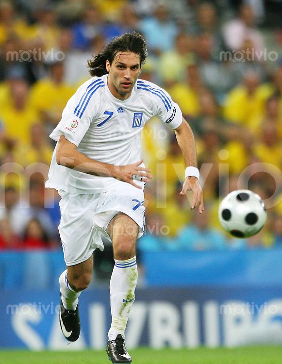 FUSSBALL EUROPAMEISTERSCHAFT 2008  Griechenland - Schweden    10.06.2008 Giorgos Samaras ( Griechenland ) am Ball