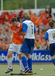 05-06-2005 HOCKEY: FINALE PLAYOFFS: BLOEMENDAAL-ORANJE ZWART: BLOEMENDAAL<br /> De hockeyers van Oranje Zwart zijn voor het eerst in hun bestaan landskampioen geworden. De Eindhovense club klopte Bloemendaal in het beslissende play-off-duel met 3-1 / <br /> Menno Booij<br /> ©2005-WWW.FOTOHOOGENDOORN.NL