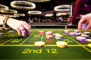 London, Maggio 2012 - Casino Aspers, Gestire le fiches, i cambi, i pagamenti è uno dei lati più affascinanti e complicati della professione del croupier.