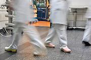 Nederland, Nijmegen, 10-3-2011Aios, arts in opleiding, op de spoedeisende hulp, eerste hulp, seh, van een academisch ziekenhuis. Een aio moet vaak lange dagen maken tegen een lage vergoeding.Foto: Flip Franssen