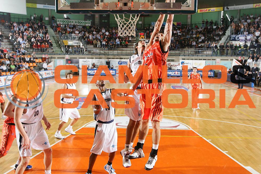 DESCRIZIONE : Udine Lega A1 2008-09 Snaidero Udine Fortitudo Bologna <br /> GIOCATORE : benjamin ortner <br /> SQUADRA : Snaidero Udine <br /> EVENTO : Campionato Lega A1 2008-2009 <br /> GARA : Snaidero Udine Fortitudo Bologna <br /> DATA : 12/10/2008 <br /> CATEGORIA : tiro <br /> SPORT : Pallacanestro <br /> AUTORE : Agenzia Ciamillo-Castoria/S.Silvestri