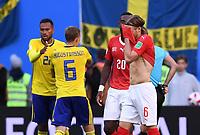 FUSSBALL  WM 2018  Achtelfinale  ------ Schweden - Schweiz   03.07.2018 Michael Lang (re, Schweiz) ) verlässt nach seiner Roten Karte den Platz.