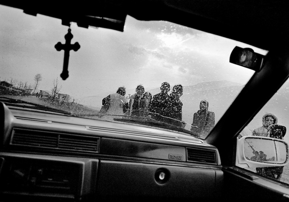 Refugees on their way out of Kosovo towards Kuk&euml;s in Albania. <br /> Spring 1999.