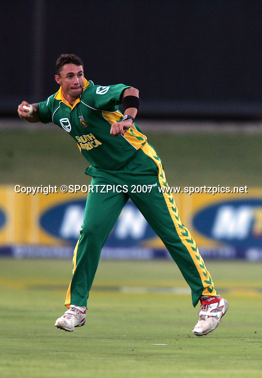 Andre Nel fields off his own bowling and runs out Lou Vincent during the 2nd ODI, South Africa v New Zealand, 30 November 2007 held at St Georges Park, Port Elizabeth, South Africa. <br /> Photo: Ron Gaunt/SPORTZPICS/PHOTOSPORT