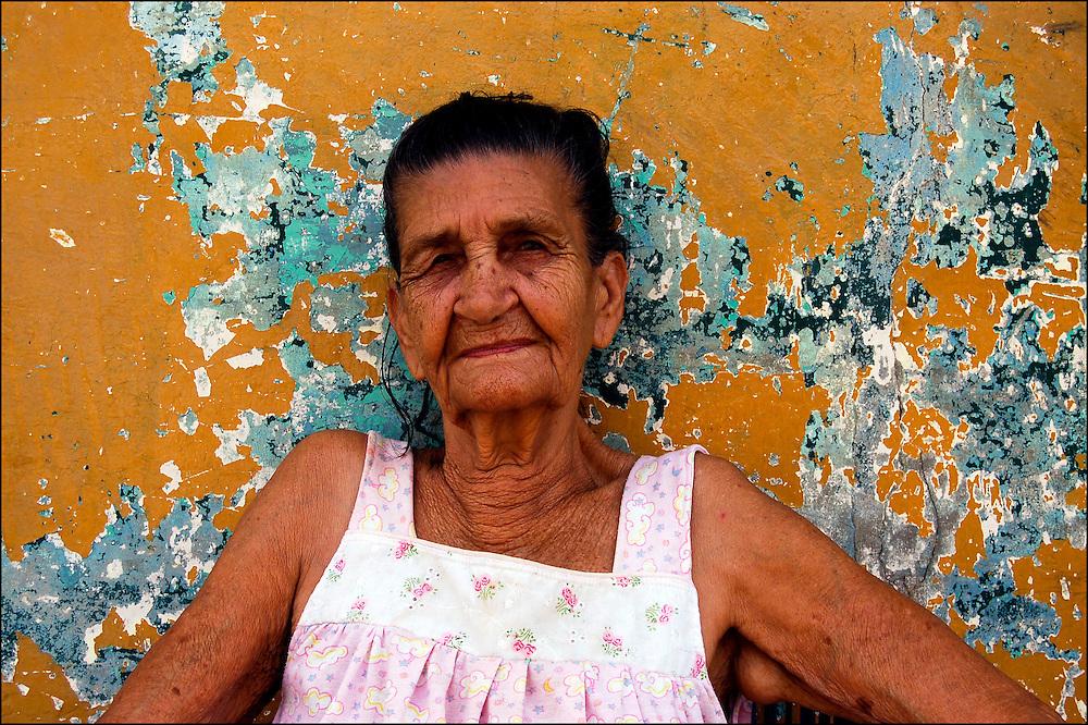 REPORTAJE DEL ESTADO SUCRE<br /> Habitante de Macuro<br /> Macuro, Estado Sucre - Venezuela 2007<br /> Photography by Aaron Sosa<br /> (Copyright © Aaron Sosa)