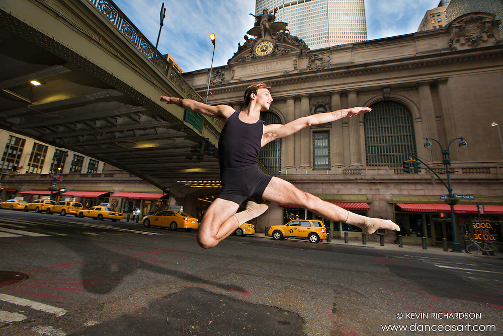 Grand Central 42nd Street Leap- Dance As Art featuring Andy Jacobs.