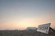 Ellen van Vugt passeert de finish op de tweede racedag. In Battle Mountain (Nevada) wordt ieder jaar de World Human Powered Speed Challenge gehouden. Tijdens deze wedstrijd wordt geprobeerd zo hard mogelijk te fietsen op pure menskracht. Ze halen snelheden tot 133 km/h. De deelnemers bestaan zowel uit teams van universiteiten als uit hobbyisten. Met de gestroomlijnde fietsen willen ze laten zien wat mogelijk is met menskracht. De speciale ligfietsen kunnen gezien worden als de Formule 1 van het fietsen. De kennis die wordt opgedaan wordt ook gebruikt om duurzaam vervoer verder te ontwikkelen.<br /> <br /> Ellen van Vugt passes the finish at the second racing day. In Battle Mountain (Nevada) each year the World Human Powered Speed Challenge is held. During this race they try to ride on pure manpower as hard as possible. Speeds up to 133 km/h are reached. The participants consist of both teams from universities and from hobbyists. With the sleek bikes they want to show what is possible with human power. The special recumbent bicycles can be seen as the Formula 1 of the bicycle. The knowledge gained is also used to develop sustainable transport.