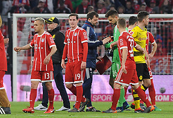 31.03.2018, Allianz Arena, Muenchen, GER, 1. FBL, FC Bayern Muenchen vs Borussia Dortmund, 28. Runde, im Bild Die Spieler nach dem Schluss, 2vl. Trainer Peter Stoeger (Borussia Dortmund) // during the German Bundesliga 28th round match between FC Bayern Munich and Borussia Dortmund at the Allianz Arena in Muenchen, Germany on 2018/03/31. EXPA Pictures © 2018, PhotoCredit: EXPA/ Eibner-Pressefoto/ Stuetzle<br /> <br /> *****ATTENTION - OUT of GER*****