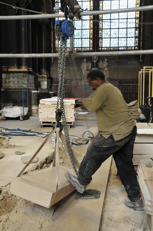7 Octobre 2011 : Travaux de restauration du choeur de l'&eacute;glise Saint-Germain-des-Pr&eacute;s. Paris (75), France.<br /> October 7, 2011: Restoration of the choir of the church Saint -Germain -des- Pr&eacute;s. Paris, France .