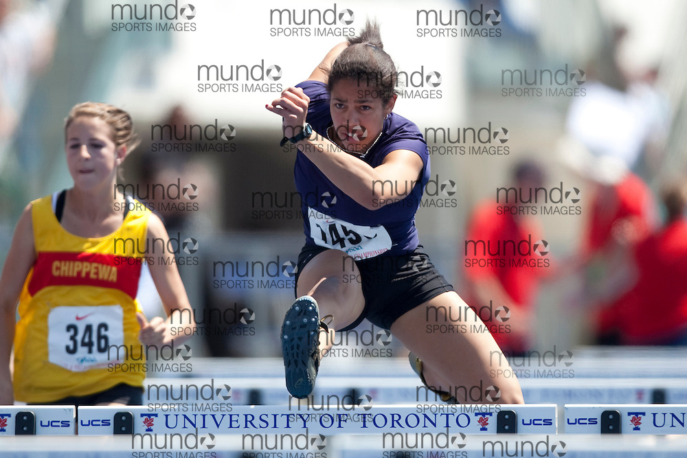 Toronto, Ontario ---05/06/09--- Ashlea Maddex competes at the 2009 OFSAA Track and Field Championships at the University of Toronto, June 4, 2009..GEOFF ROBINS Mundo Sport Images