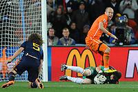 FOOTBALL - FIFA WORLD CUP 2010 - FINAL - SPAIN vs NETHERLANDS - JOHANNESBURG 11/07/2010 - ARJEN ROBBEN (NED) - IKER CASILLAS (ESP)<br /> PHOTO FRANCK FAUGERE / DPPI