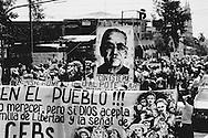 Foto de Archivo de la conmemoracion de Monsenor Oscar Arnulfo Romero del ano de 1985 por las comunidades Eclesiales de Base. Romero sera beatificado el proximo 23 de mayo como el pimer martir por a fe después del consilio Baticano II. Photo: Imagenes Libres.