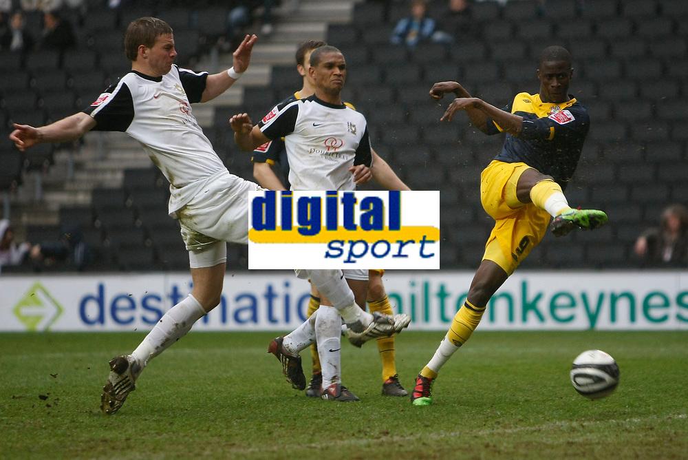 Photo: Steve Bond/Richard Lane Photography. MK Dons v Southampton. Coca-Cola Football League One. 20/03/2010. Papa Waigo N'Diaye (R) shoots