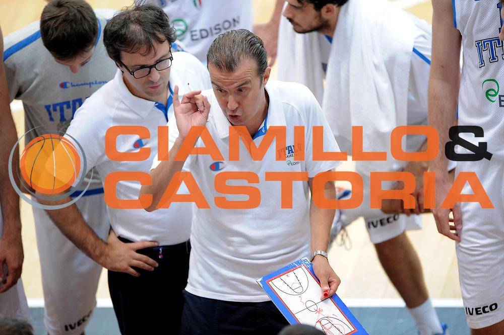 DESCRIZIONE : Trento Trentino Basket Cup Nazionale Italia-Israele<br /> GIOCATORE : Simone Pianigiani<br /> CATEGORIA : Time Out<br /> SQUADRA : Italia<br /> EVENTO :  Trento Trentino Basket Cup<br /> GARA : Italia-Israele<br /> DATA : 08/08/2013<br /> SPORT : Pallacanestro<br /> AUTORE : Agenzia Ciamillo-Castoria/V.Tasco<br /> Galleria : FIP Nazionali 2013<br /> Fotonotizia : Trento Trentino Basket Cup Nazionale Italia-Israele<br /> Predefinita :
