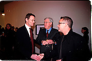 Nicholas Serota, Frank Dunphy and Damien Hirst. Product: Richard Hamilton private view, Gagosian Gallery. London. 13 January 2003.  © Copyright Photograph by Dafydd Jones 66 Stockwell Park Rd. London SW9 0DA Tel 020 7733 0108 www.dafjones.com