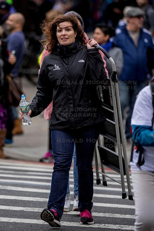 05-11-2017 USA: NYC Marathon We Run 2 Change Diabetes day 3, New York<br /> De dag van de marathon, 42 km en 195 meter door de straten van Staten Island, Brooklyn, Queens, The Bronx en Manhattan / Olga, Spain