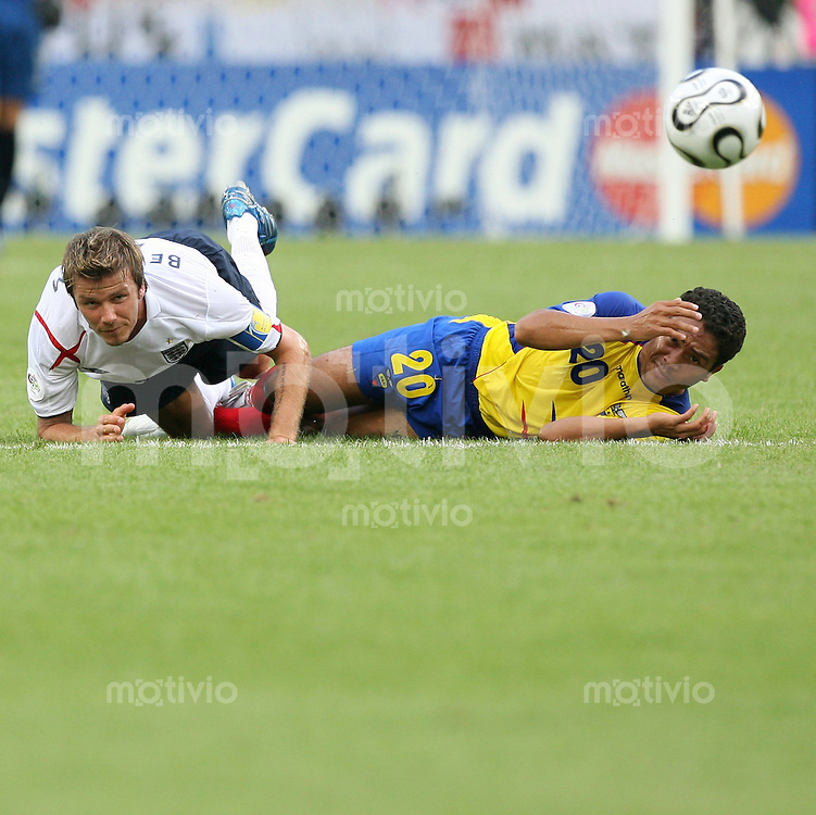 Fussball WM 2006  Achtelfinale   England - Ecuador David Beckham (ENG, li) gegen Edwin TENORIO (ECU)