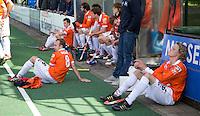 BLOEMENDAAL - HOCKEY - Telurstelling bij Tim Jenniskens (r) en Matthew Swann tijdens de play offs hoofdklasse hockeywedstrijd tussen de mannen van Bloemendaal en Rotterdam (1-4) . Rotterdam door naar de finale. FOTO KOEN SUYK