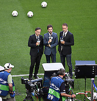 FUSSBALL  CHAMPIONS LEAGUE  FINALE  SAISON 2015/2016  27.05.2016 Real Madrid - Atletico Madrid TV Praesents im Giuseppe Meazza Stadion in Mailand beim Training von Atletico Madrid: Fox Sports Reporter am Spielfeldrand
